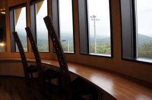 観山聴月ラウンジ窓側