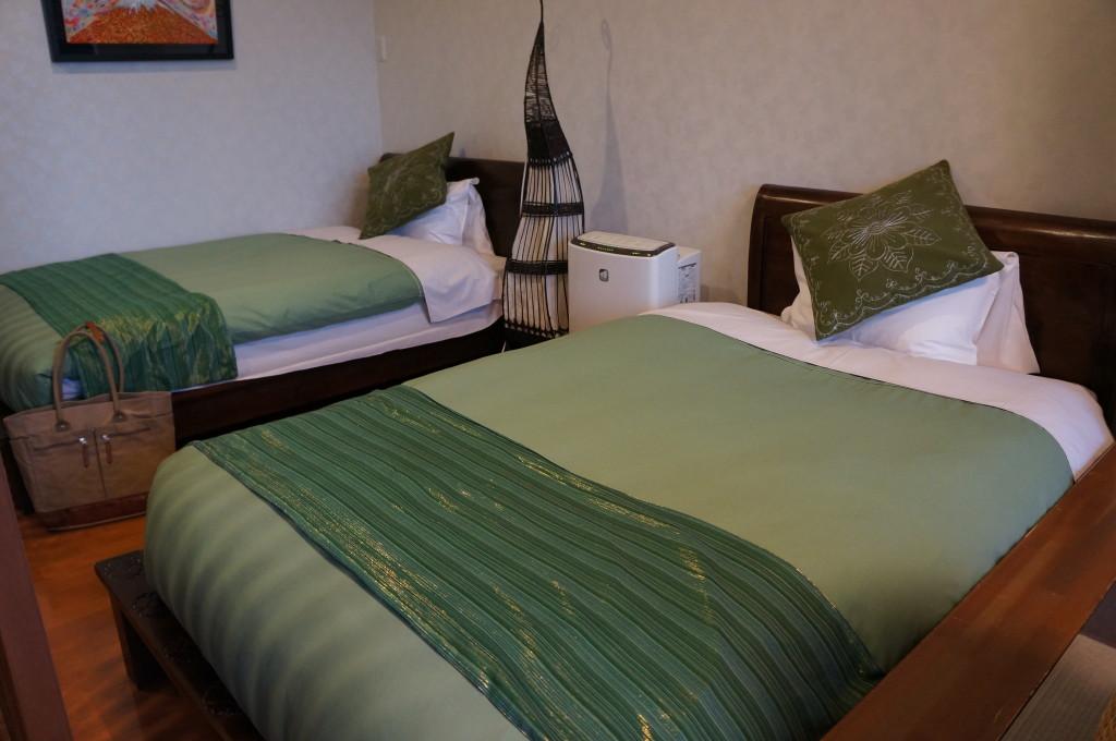 観山聴月の部屋のベッド