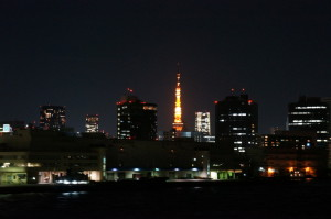 東京湾から見る東京タワー