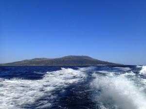 船から眺める三宅島
