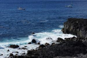 メガネ岩でダイビングをするダイバー