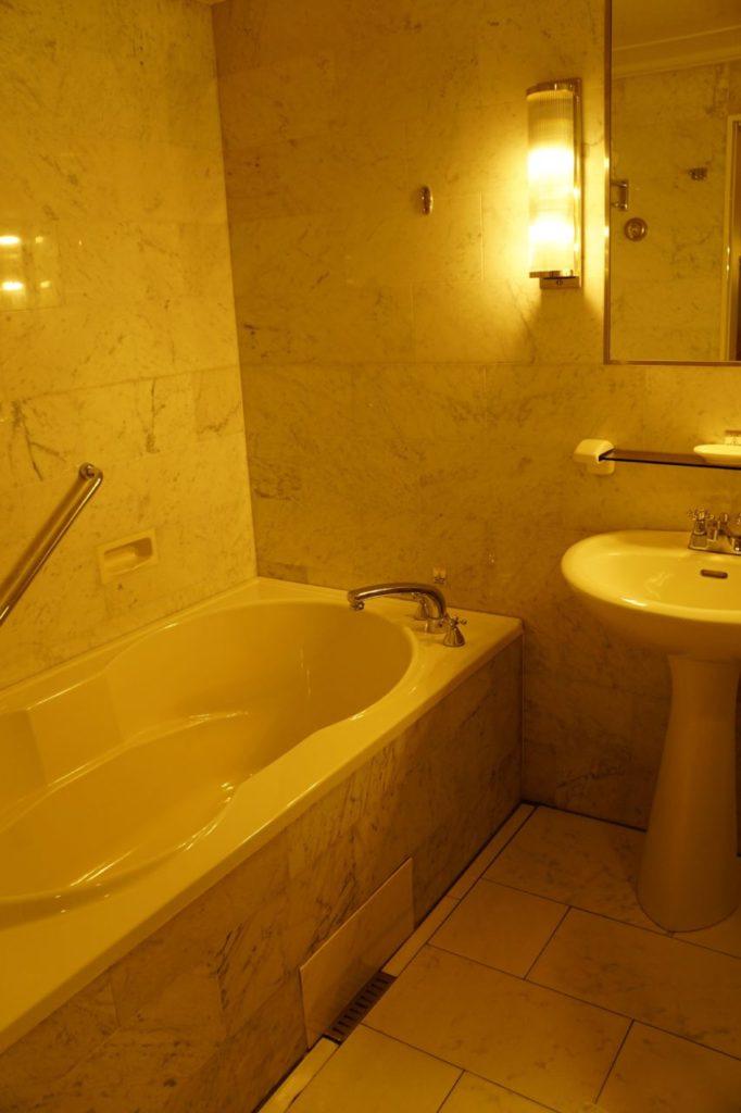 ANAインターコンチネンタル石垣リゾートの部屋のバスタブ