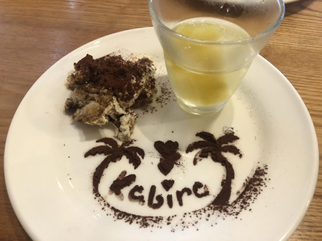 石垣島川平湾のカビラガーデンで食べるティラミス