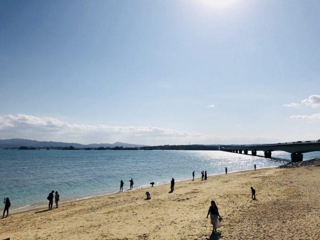 古宇利大橋を望むビーチ