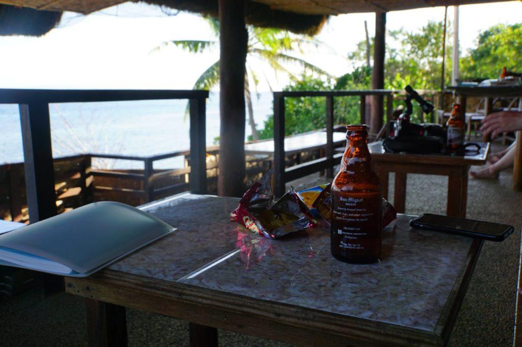 ノバビーチのハッピーアワーで飲むビール
