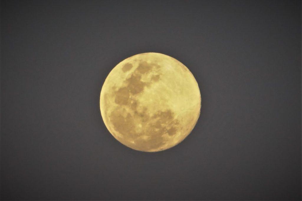 ノバビーチから眺める満月