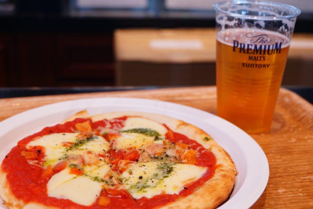 成田空港のカフェで食べたピザ