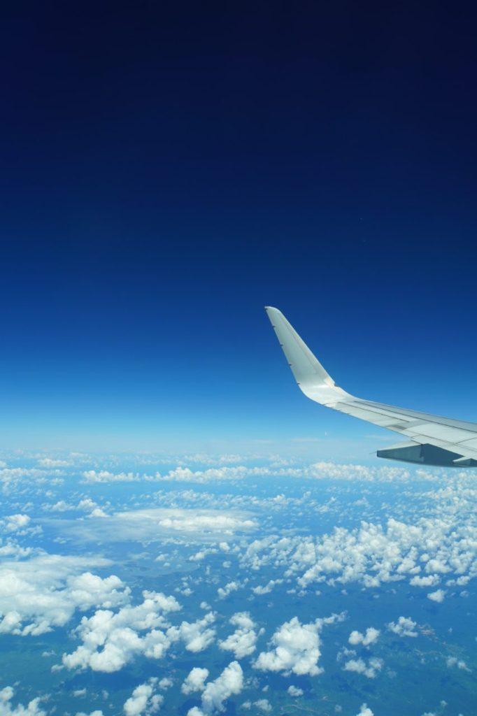 セブ島行きフィリピン航空から見た太平洋と雲