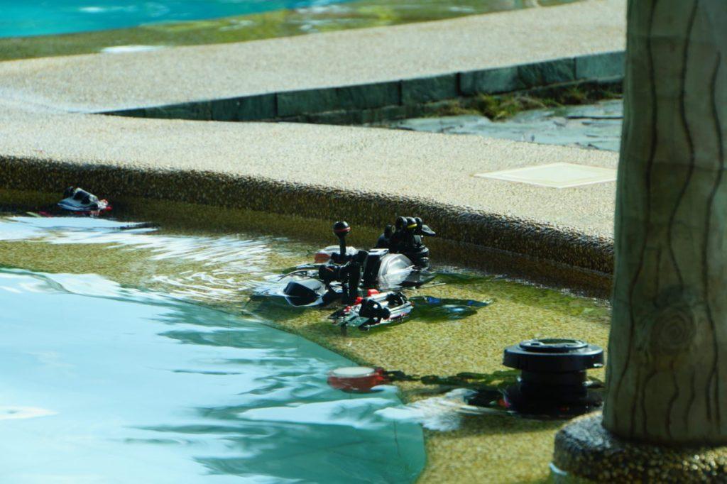 ノバビーチリゾートのプールでカメラの塩抜き