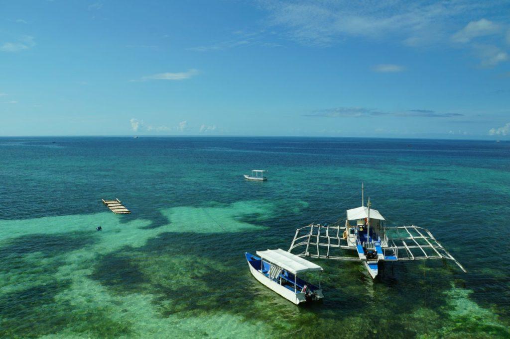 ノバビーチリゾートから見る海とダイビングボート