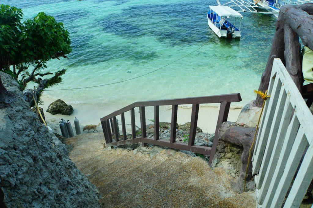 ノバビーチリゾートからビーチへ降りる階段