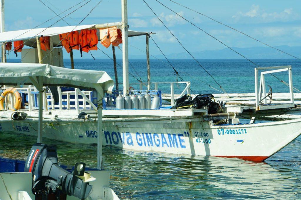 ノバビーチリゾートの遠征用ダイビングボート