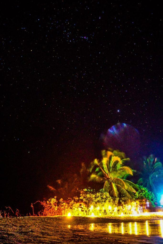 モルディブのアイランドサファリが立ち寄るが無人島で撮った星空とロマンティックディナーの様子