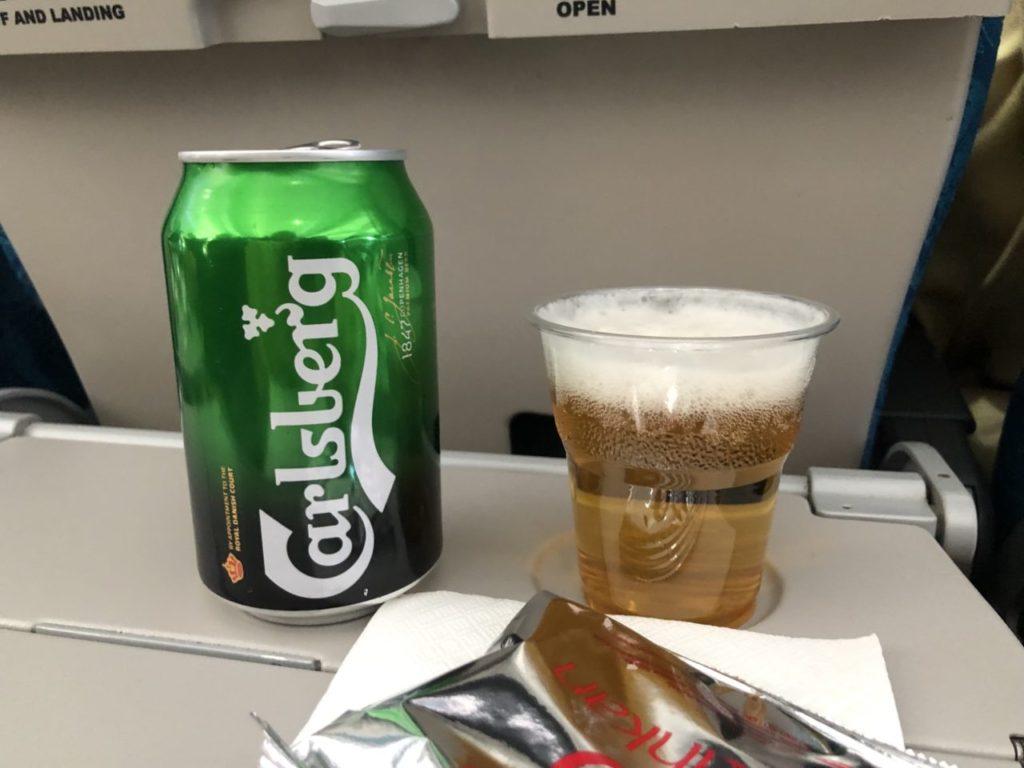 スリランカ航空のビールとスナック