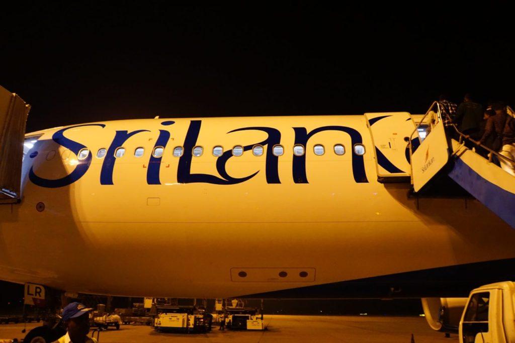 スリランカのコロンボにあるバンダラナイケ国際空港から乗った飛行機