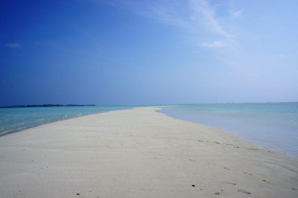 モルディブの真っ白な砂州