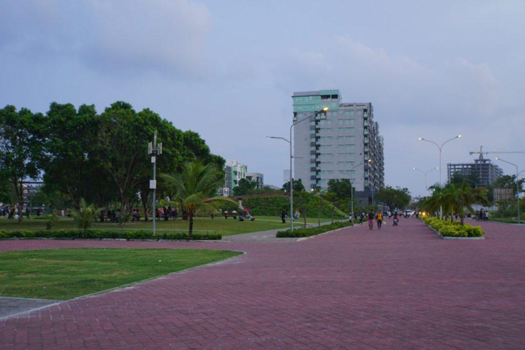 モルディブのフルマーレの公園の大通り