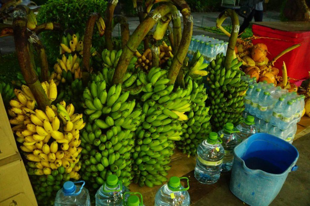モルディブのフルマーレの果物やで売っていたバナナ