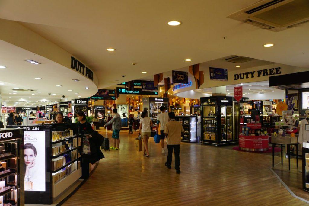 モルディブの空港の免税店