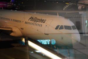 羽田空港から出発するフィリピン航空の飛行機