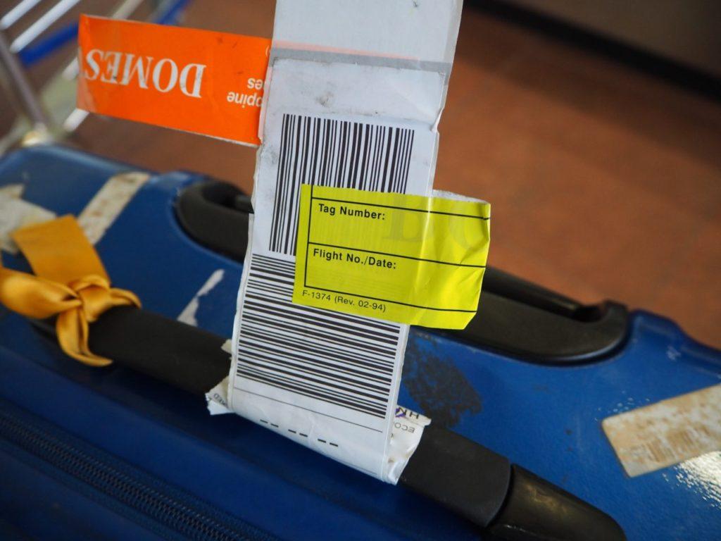 マニラ空港で国内線乗り継ぎ時にスーツケースに張られるシール