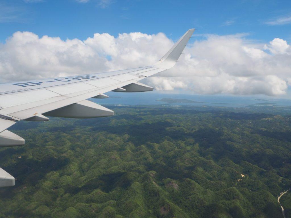 飛行機から見たボホール島(チョコレートヒルズ)