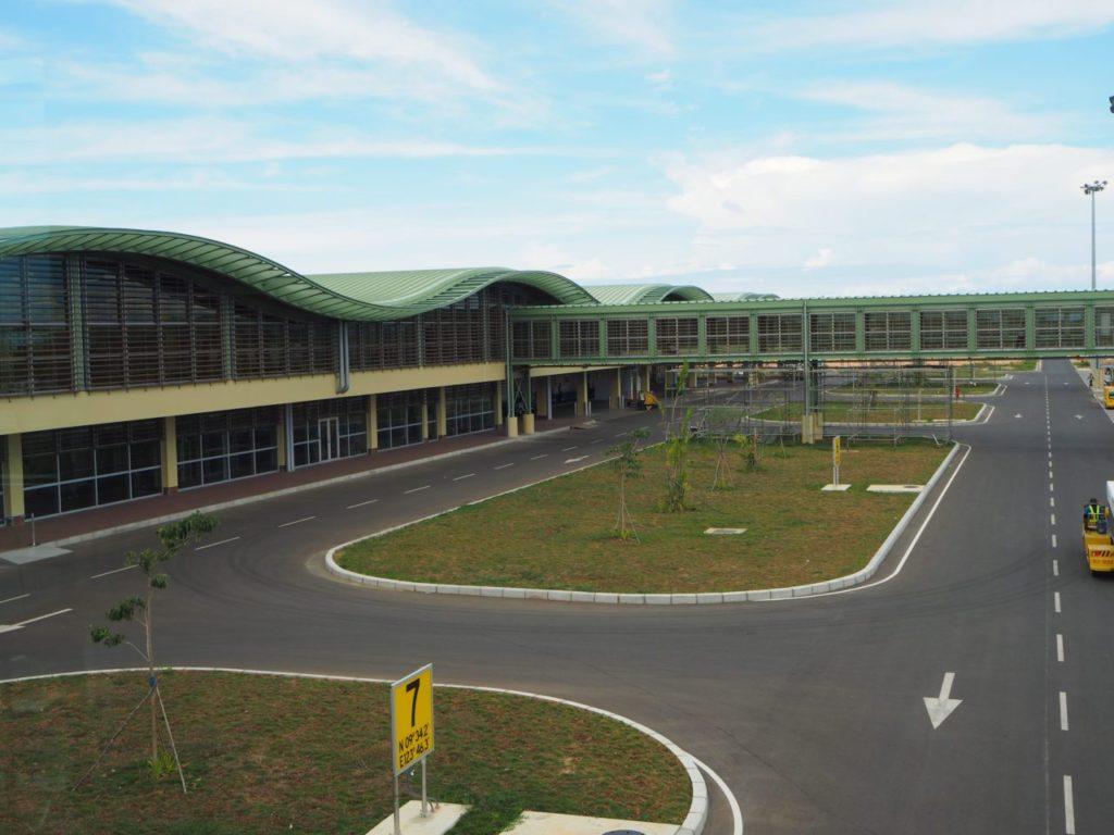 ボホール-パングラオ国際空港の整備された道
