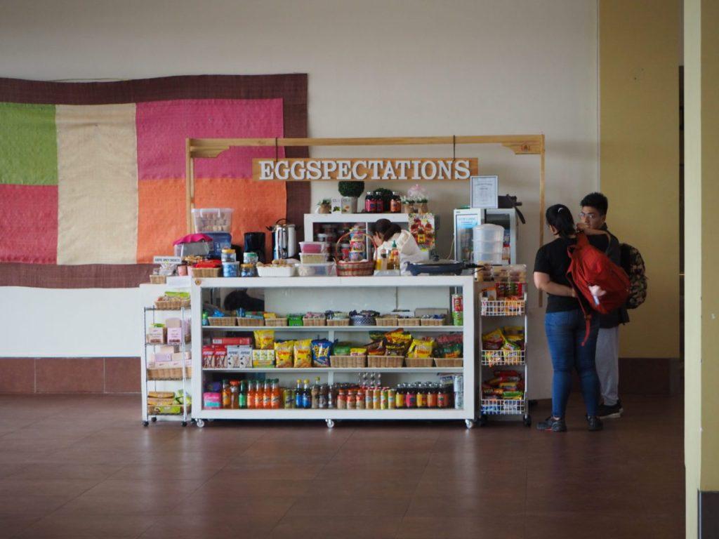 ボホール-パングラオ国際空港のチェックインカウンター近くにあるショップ