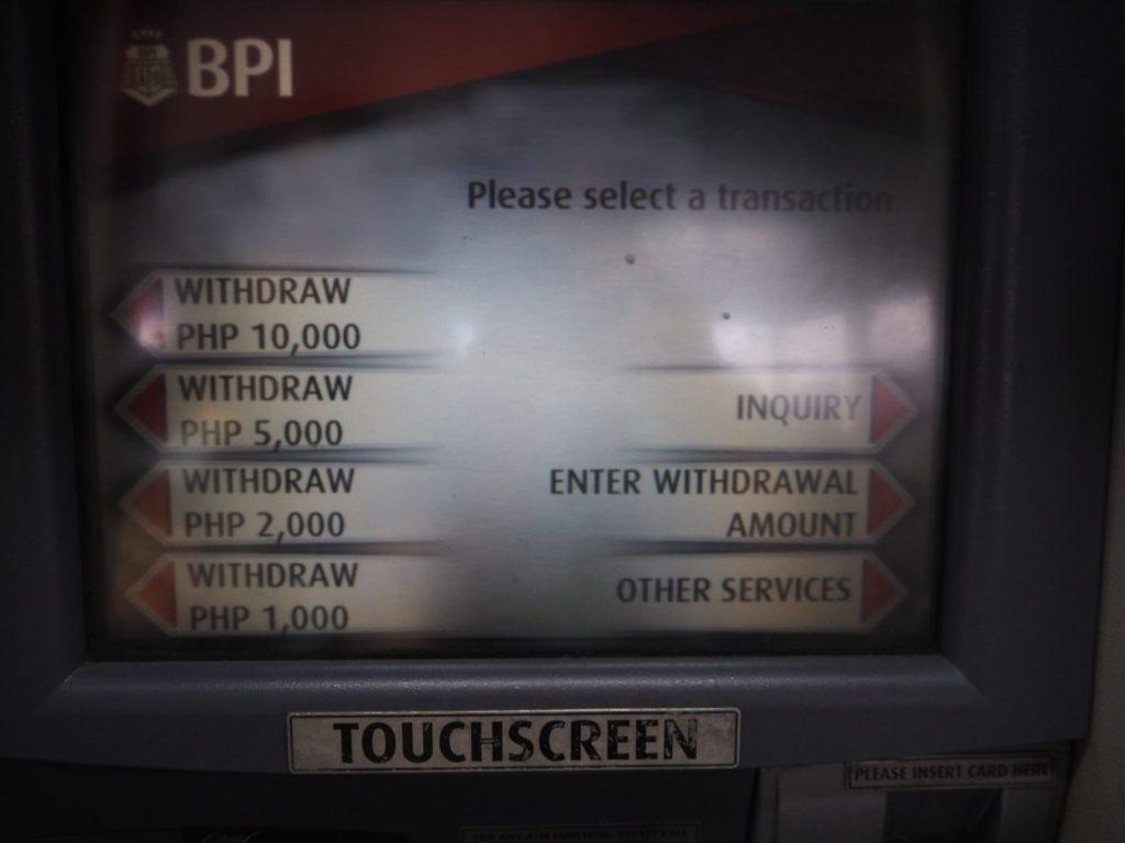 マニラ空港にあるBPIのATMの画面